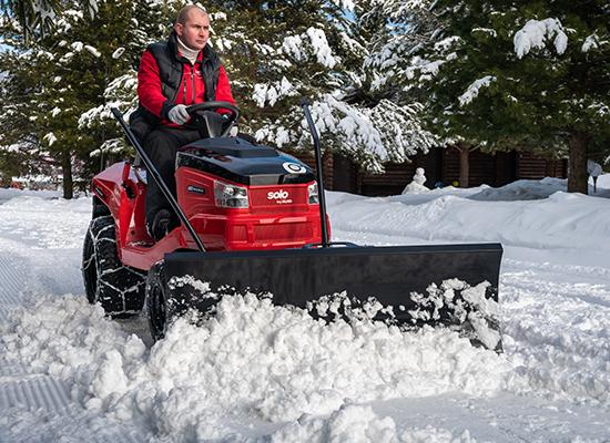 Zahradní traktory | Zahradní traktor AL-KO se sněhovým pluhem pro odklízení sněhu