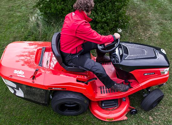 Zahradní traktory | Hydrostatický pohon s přilehlými pedály